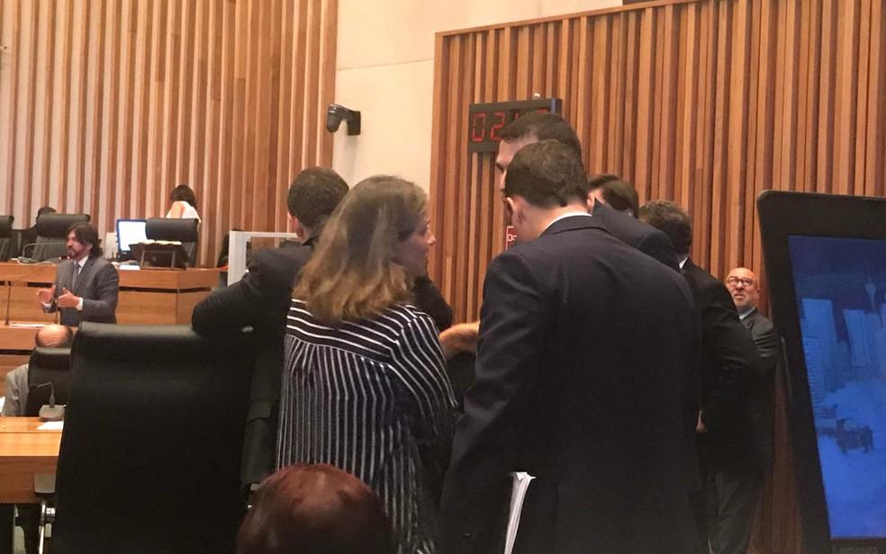 Secretária de Planejamento do DF, Leany Lemos, em votação na Câmara Legislativa (Foto: Letícia Carvalho/G1)