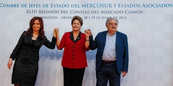 Cristina Kirchner, Dilma Rousseff e José Mujica durante encontro do Mercosul em 2012 (Foto: Roberto Stuckert Filho/Presidência da República)