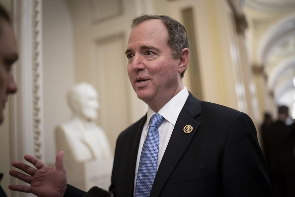 O presidente do Comitê de Inteligência da Câmara, Adam Schiff, democrata da Califórnia, em 3 de março de 2020 no Capitólio dos EUA — Foto: J. Scott Applewhite/AP