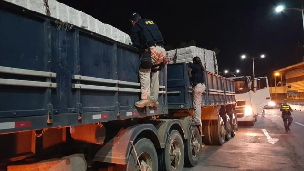 Operação no ES para flagrar o transporte irregular de rochas ornamentais — Foto: Divulgação/Detran-ES