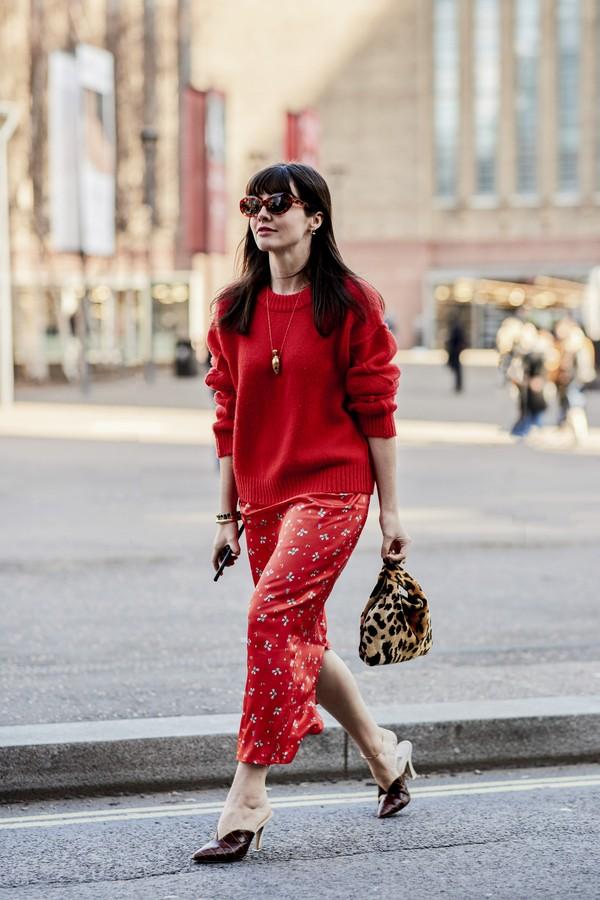 Seda com tricô: mais uma mistura de tecidos inspiradora! (Foto: Imaxtree)