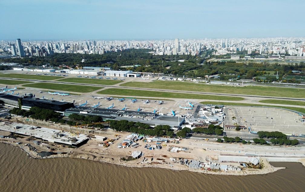 Aeroporto Jorge Newbery, em Buenos Aires (Argentina), fechado por causa da pandemia de Covid-19, em foto de 21 de abril — Foto: Miguel Lo Bianco/Reuters