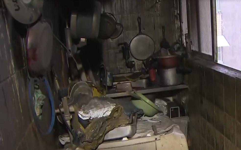 Apartamento foi destruído pelo fogo o bairro do Cabula — Foto: Reprodução/TV Bahia