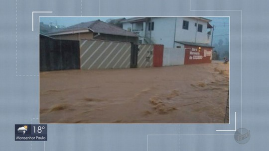Chuva alaga ruas e tira pelo menos 12 famílias de casas em cidades do Sul de MG