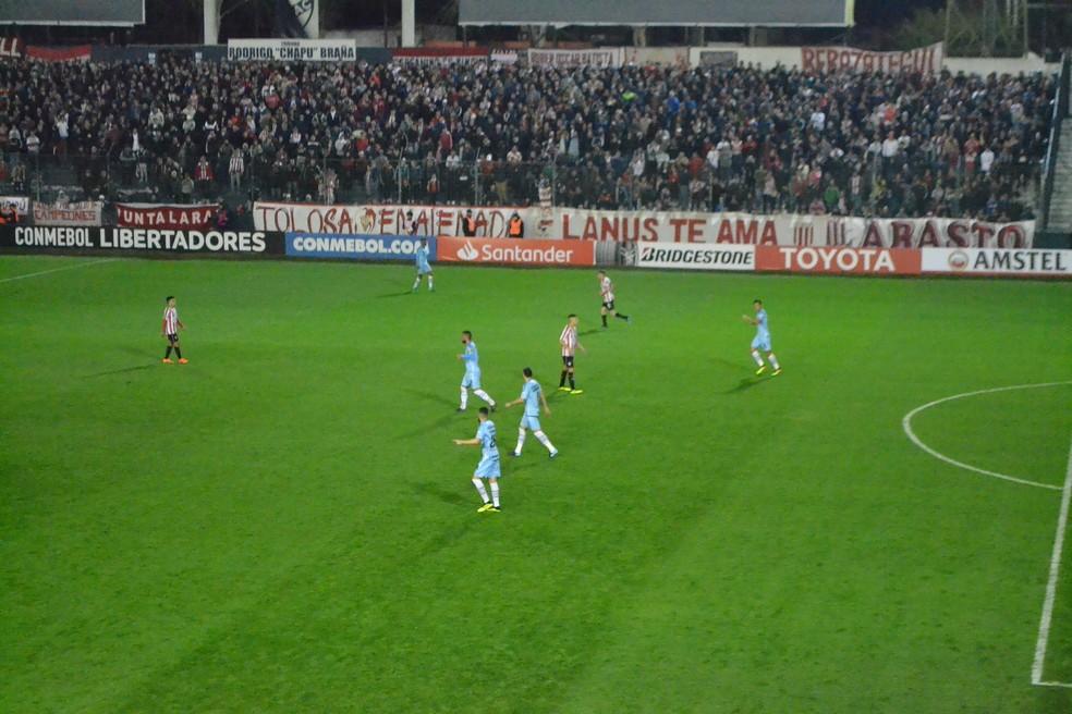 Jogadores do Grêmio tentam se ajustar  (Foto: Eduardo Moura)