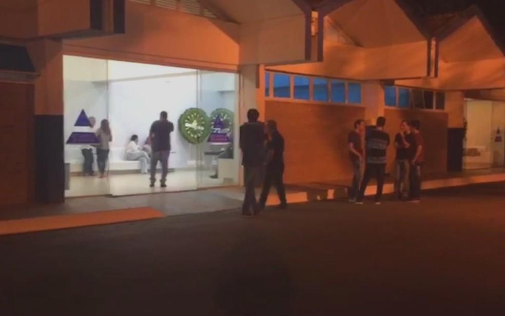 Velório do estudante João Vitor, de 14 anos, vítima de tiros em escola de Goiânia (Foto: Danielle Oliveira/TV Anhanguera)