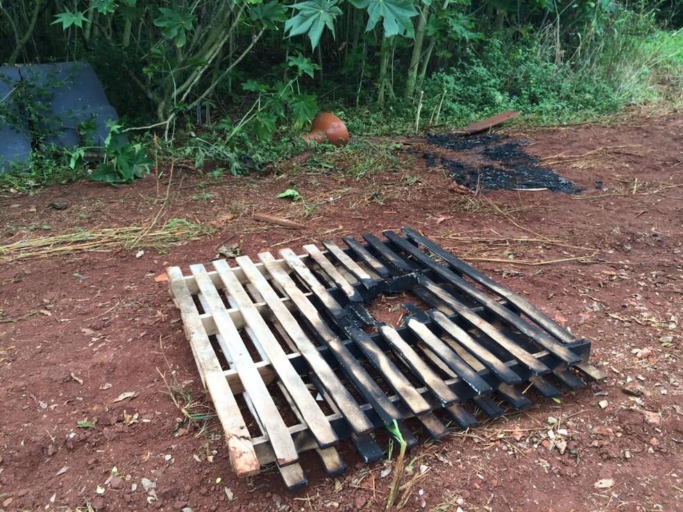 Local onde o corpo da mulher foi encontrado na manhã deste sábado (21) (Foto: José Pereira/TVCA)