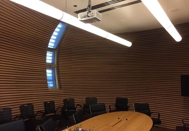 Por dentro, a cápsula é uma grande sala de reuniões (Foto: Fernanda Thees)