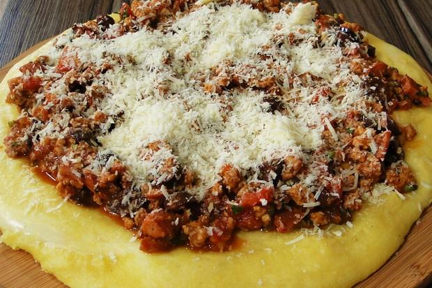 Inove: sirva a polenta na tábua (Foto: Divulgação)