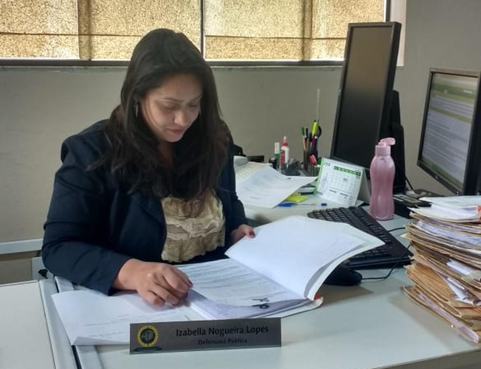 A defensora pública, Izabella Lopes, vê em um trabalho eficiente da rede, um incentivo para mulheres procurarem o programa — Foto: Defensoria Pública/Divulgação