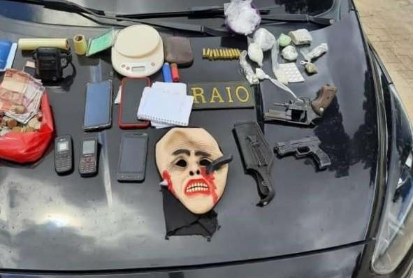 Irmãos são presos suspeitos de envolvimento com o tráfico de drogas na Grande Fortaleza