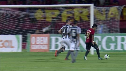 """Valentim atribui jogo ruim do Botafogo à qualidade do gramado: """"Impraticável"""""""