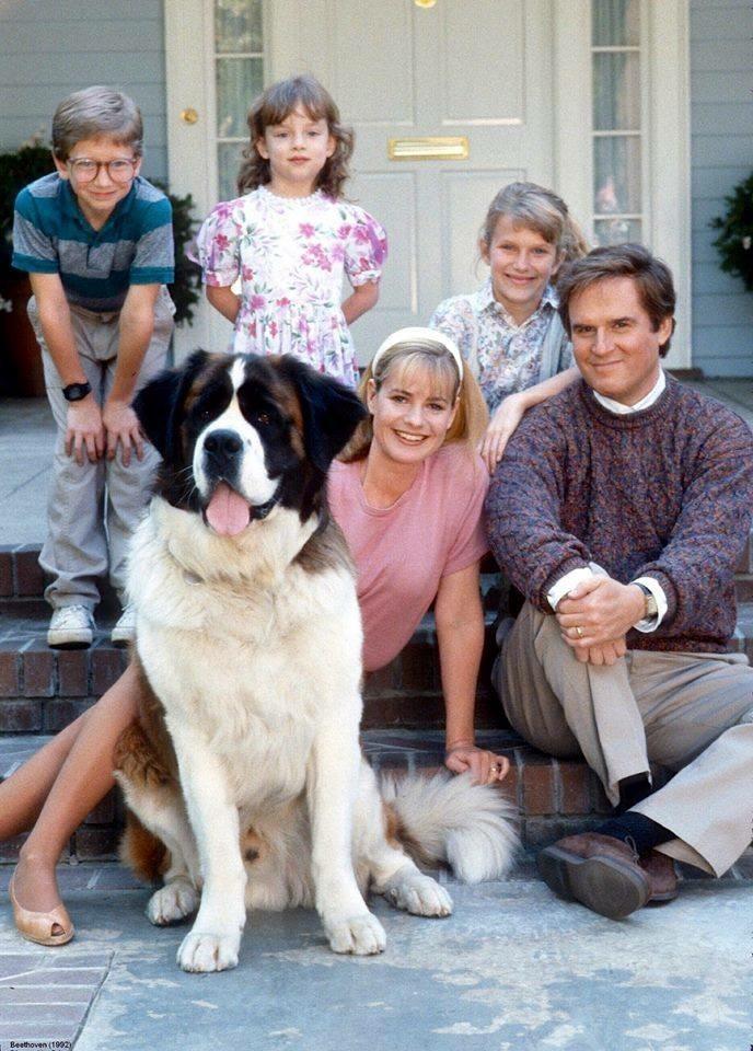 Charles Grodin, Bonnie Hunt, Nicholle Tom, Christopher Castile, e  Sarah Rose Karr em Beethoven (1992) (Foto: Divulgação)