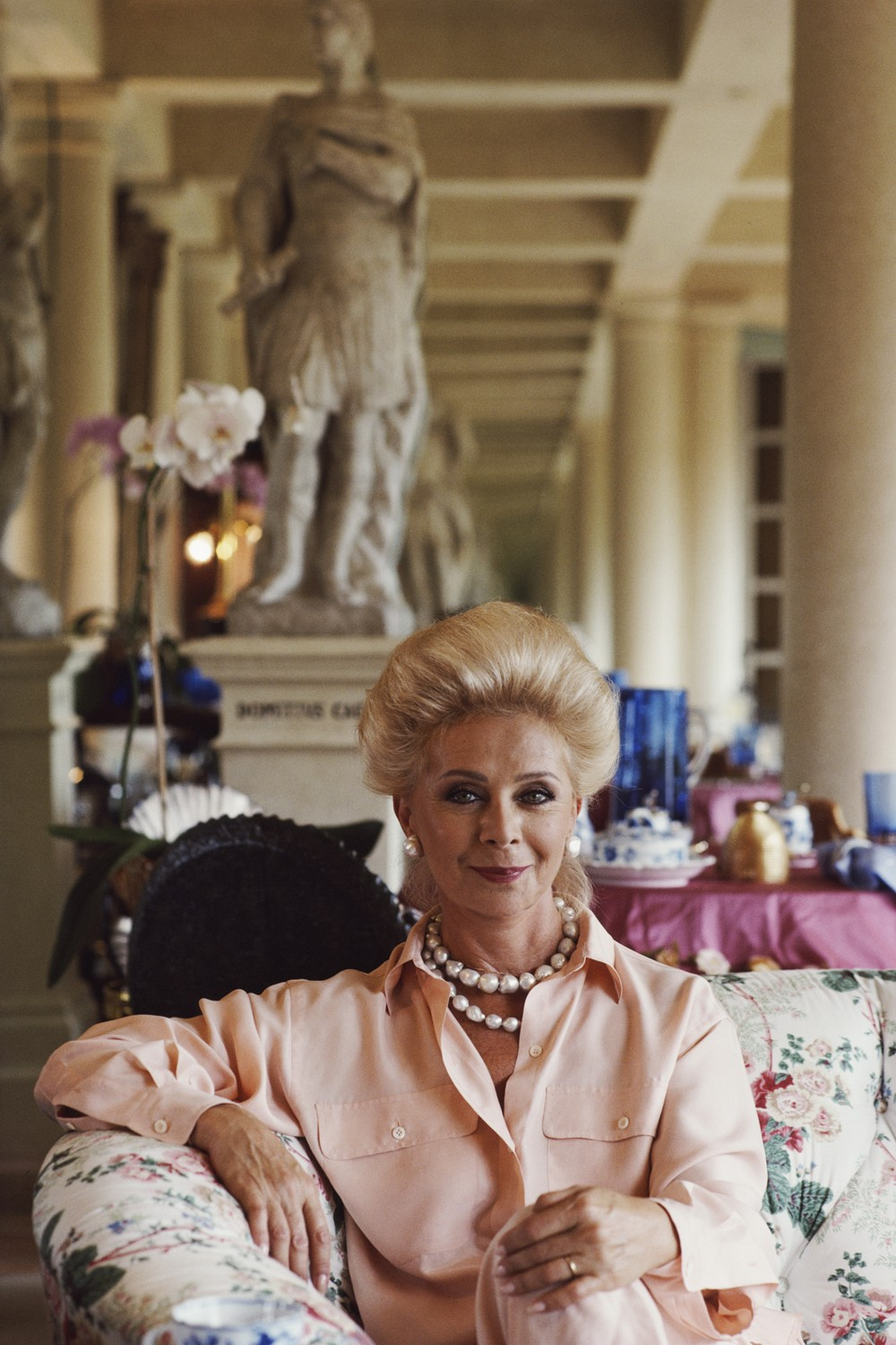 Lily Safra, wife of Lebanese born banker Edmond Safra, at home in La Leopolda, Southern France, July 1991. (Photo by Slim Aarons/Hulton Archive/Getty Images) (Foto: Getty Images)