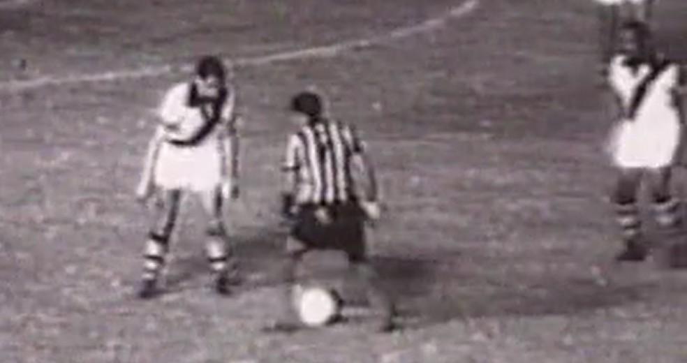 Coronel marca Garrincha em Vasco x Botafogo — Foto: Reprodução