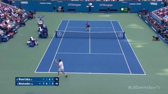 Medvedev supera vaias e lesão, surpreende Wawrinka e vai à semifinal no US Open