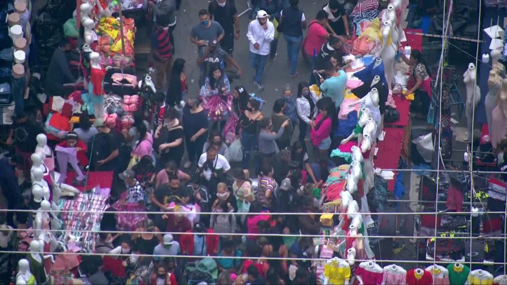 Ruas do Brás seguem lotadas às vésperas do Natal  — Foto: Reprodução/TV Globo