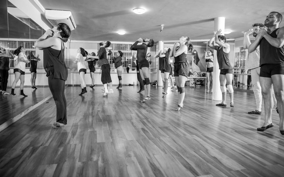 80f4a88f58 Projeto do DF reúne relatos de 30 coreógrafos do Brasil sobre ...