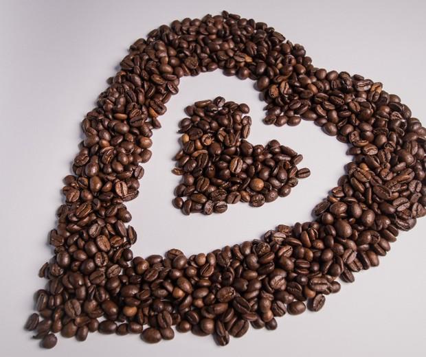 Café para hidratar rosto, reduzir olheiras e crescer cabelo (Foto: Reprodução)