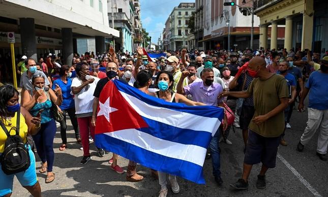 Pessoas protestam em  Havana contra o governo cubano