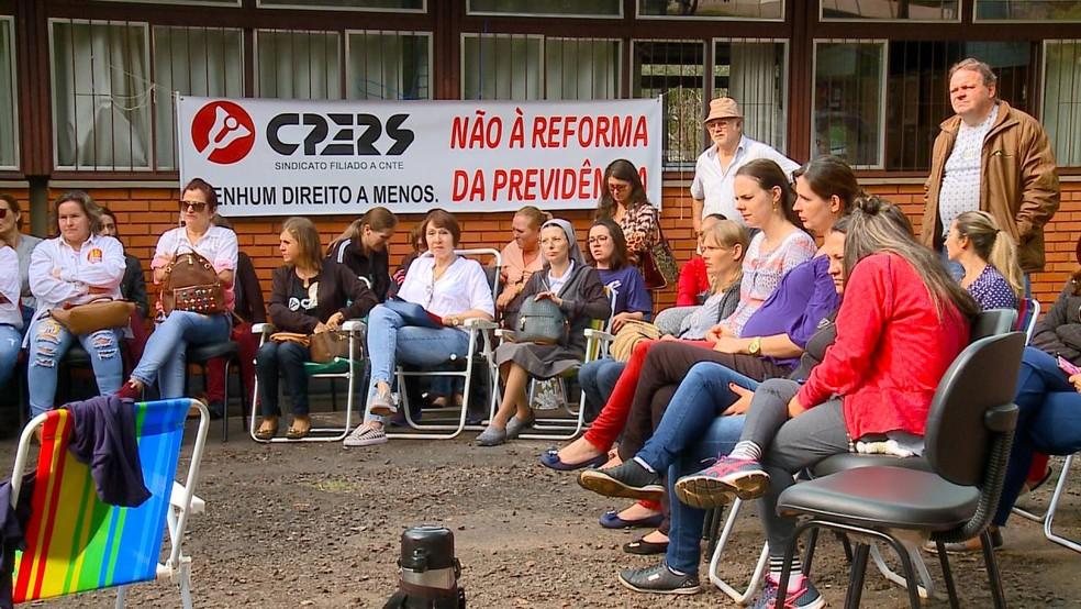 Na Região Noroeste, professores também realizam protesto — Foto: RBS TV/Reprodução