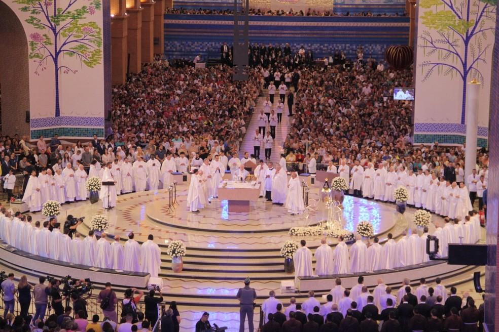 Basílica espera mais de 200 mil romeiros neste Dia da Padroeira — Foto: Carlos Santos/G1