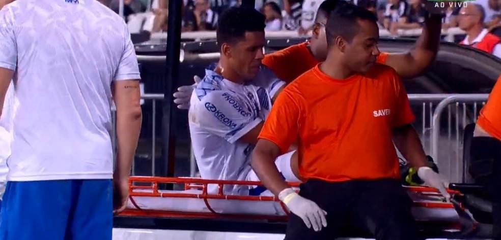 Volante do CSA, Naldo sente lesão no tendão de Aquiles — Foto: Sportv Reprodução
