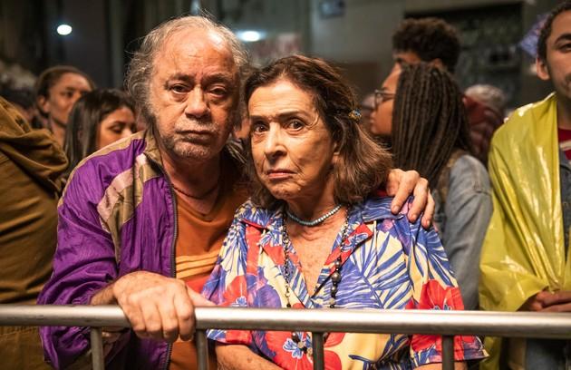 Tonico Pereira e Betty Faria vivem o casal Chico e Cornélia. Eles invadem uma casa no Bixiga e passam a ser vizinhos de Maria da Paz no bairro (Foto: TV Globo)