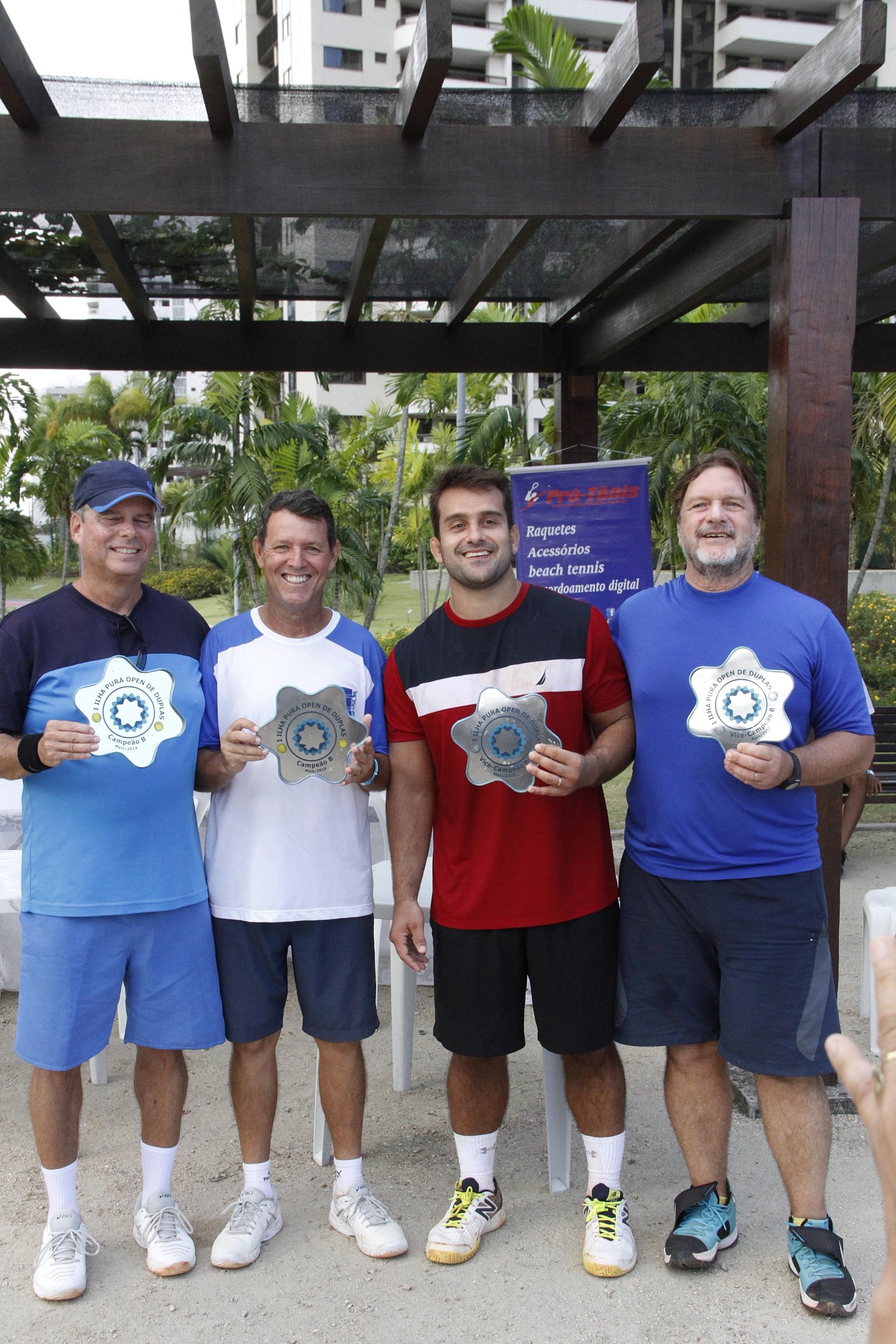 Da esquerda para a direita, os campeões da B, Claudio de Castro e Newton Rodrigues, e os vices, Rennan e Renato Filizzola