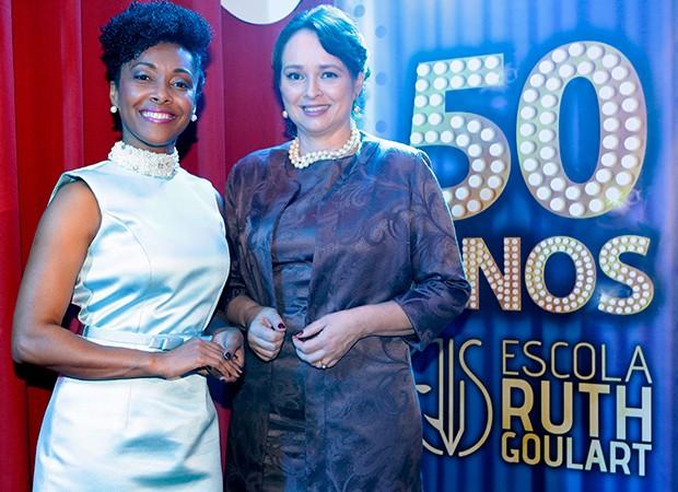 Helô é vivida pela atriz Elina de Souza e Ruth Goulart pela atriz Myrian Rios (Foto: Lourival Ribeiro/ SBT)