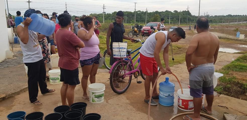 Terceiro dia de apagão no AP tem filas em postos de gasolina e procura por água potável — Foto: Jorge Júnior/Rede Amazônica