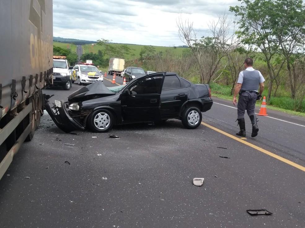 Pista chegou a ficar interditada até a retirada dos veículo, mas já foi liberada (Foto: Arquivo pessoal )