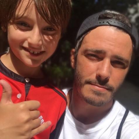Thiago Rodrigues com o filho, Gabriel (Foto: Reprodução)