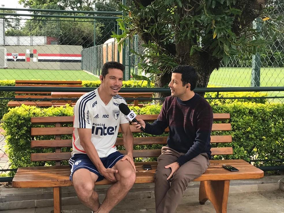 Hernanes, do São Paulo, conversa com André Hernan no Seleção SporTV — Foto: Eduardo Rodrigues