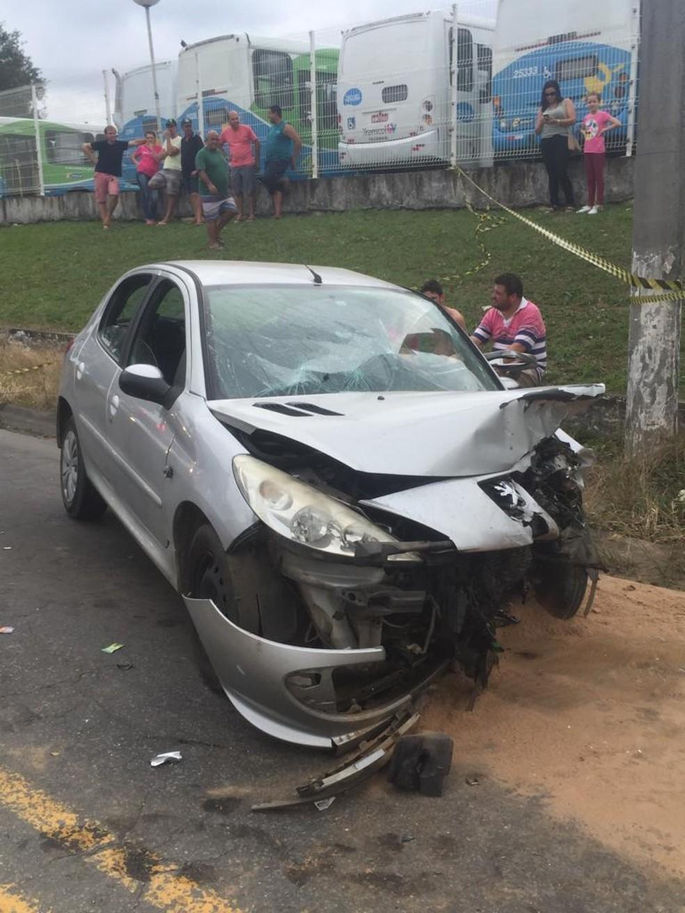 Acidente na rodovia José Sette, em Cariacica, aconteceu neste domingo (14) — Foto: Eliana Gorritti/ TV Gazeta