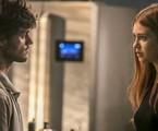 Jonatas (Felipe Simas) e Eliza (Marina Ruy Barbosa) em 'Totalmente demais' | TV Globo