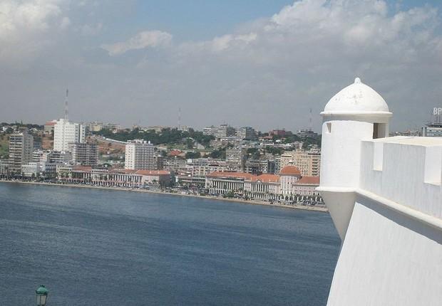 A capital de Angola, Luanda, vista da Fortaleza de São Miguel de Luanda (Foto: Erik Cleves Kristensen/Wikimedia Commons)