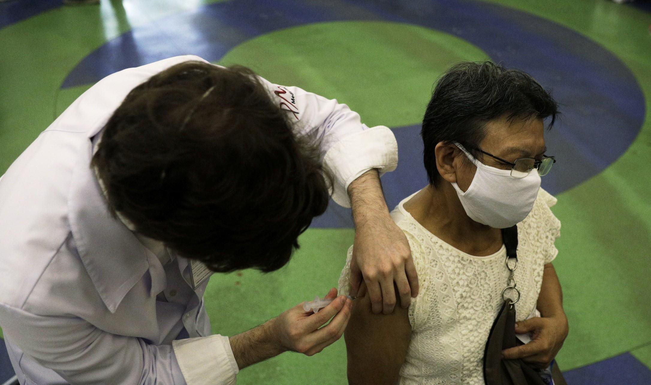 Rio começa a vacinar profissionais da Educação pública básica neste sábado
