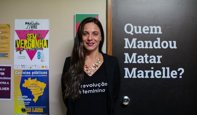 """Líder do PSOL na Câmara, para Fernanda Melchionna """"tirar Bolsonaro é medida sanitária"""""""