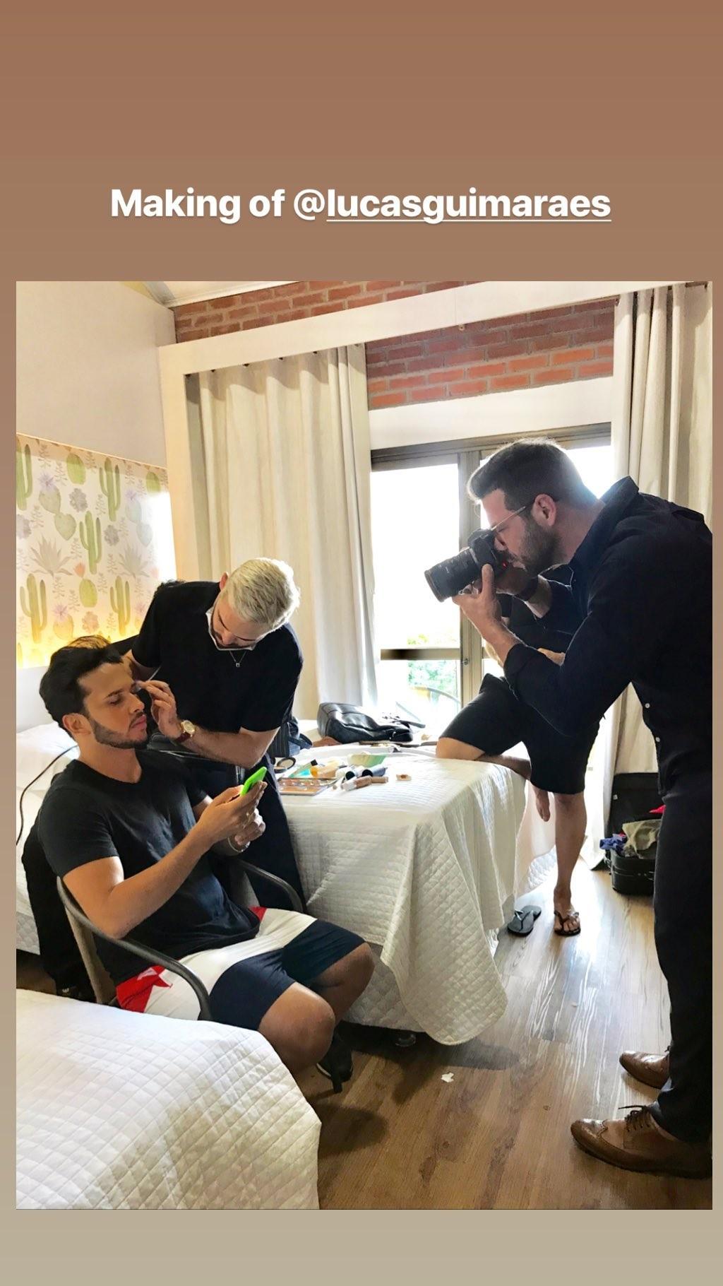 Lucas Guimarães nos preparativos de seu casamento com Carlinhos Maia (Foto: Reprodução/Instagram)