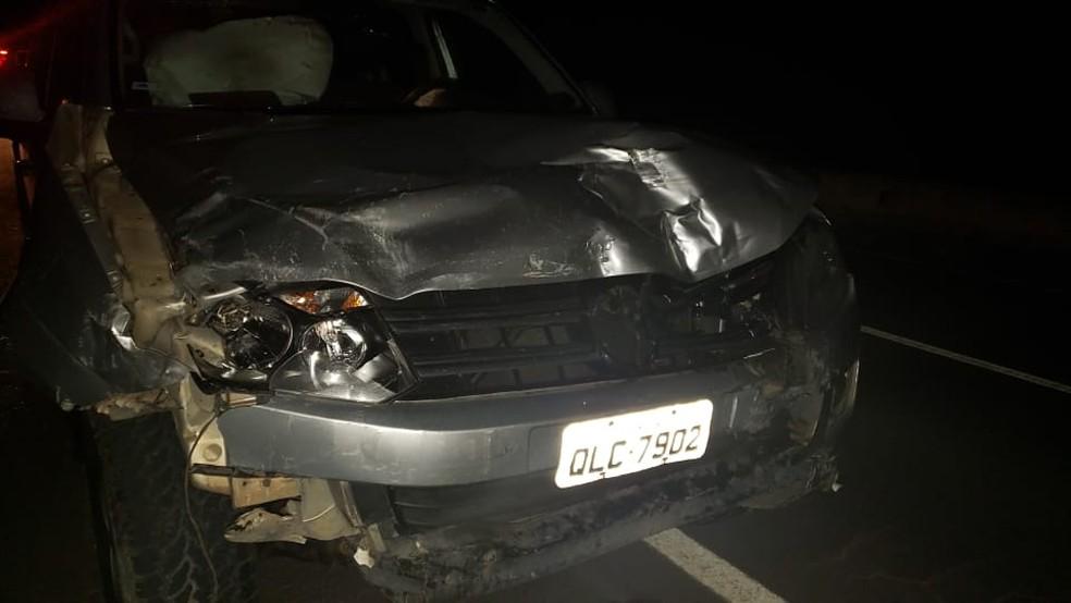 Carro envolvido em acidente na AL-220, em São Miguel dos Campos, AL — Foto: Divulgação/BPRv/AL