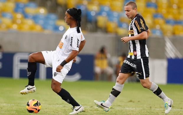 Ronaldinho Gaúcho Botafogo x Atlético-MG (Foto: Guito Moreto / O Globo)