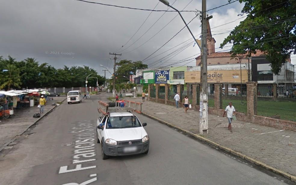 Praça João Pessoa fica no Centro de Paulista, no Grande Recife, e é cercada por comércio e bancos — Foto: Reprodução/Google Street View