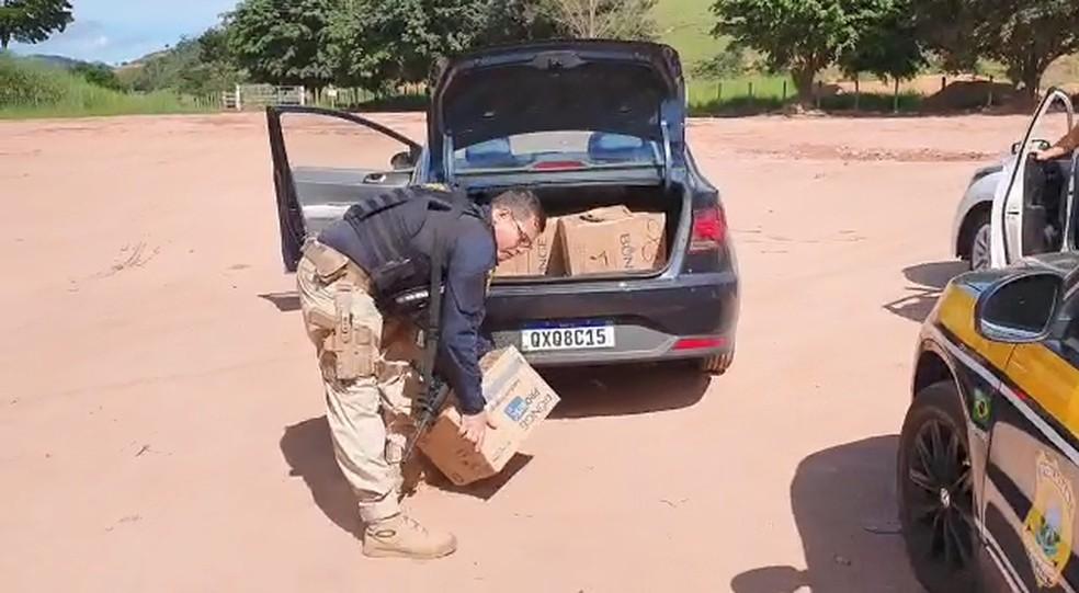 Droga foi encontrada em caixas dentro de veículos, no Sul do ES  — Foto: Divulgação/ PRF-ES