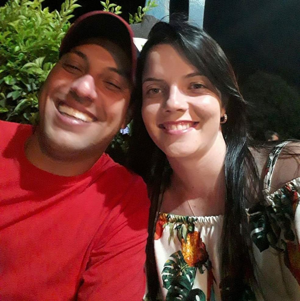 Segundo suspeito, visitas a filho de 1 ano do casal motivou crime em Sabino — Foto: Facebook/Reprodução
