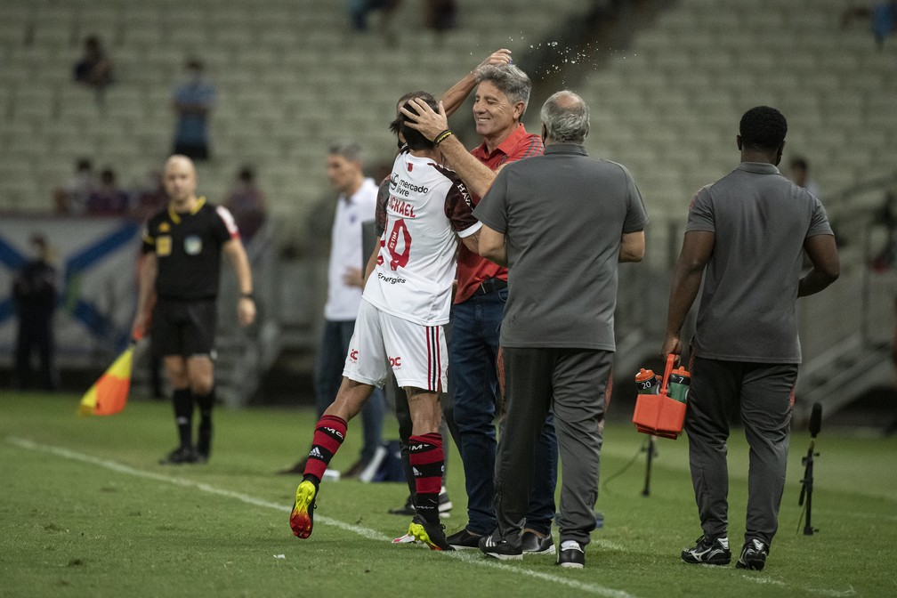 Renato e Michael comemoram na vitória do Flamengo sobre o Fortaleza — Foto: Alexandre Vidal/Flamengo