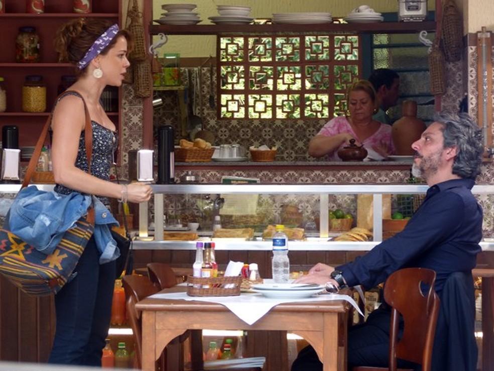José Alfredo (Alexandre Nero) e Cristina (Leandra Leal) caem na armação de Cora (Drica Moraes) - 'Império' — Foto: Globo