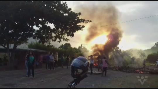 Moradores de Eldorado protestam contra situação do transporte coletivo