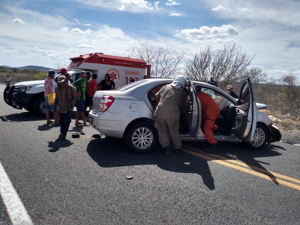 Radialistas feridos em acidente no interior Ceará foram levados para o Hospital Municipal de Tauá Dr. Alberto Feitosa Lima — Foto: Divulgação / Corpo de Bombeiros Militar do Ceará