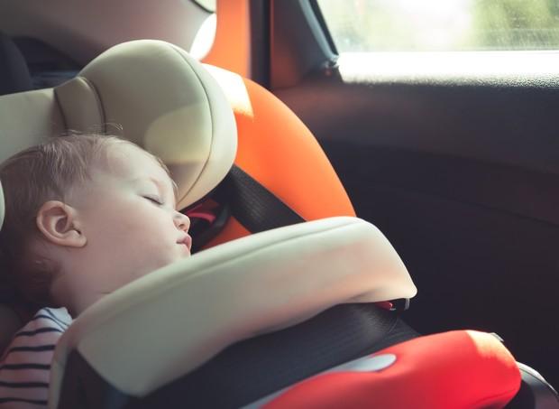 Criança no carro: temperatura aumenta rápido (Foto: Thinkstock)